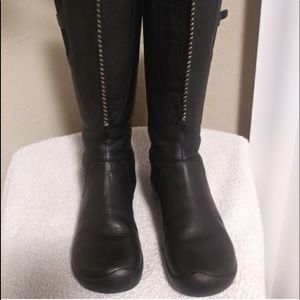 Keen women's Bern black knee high boots EUC size 7